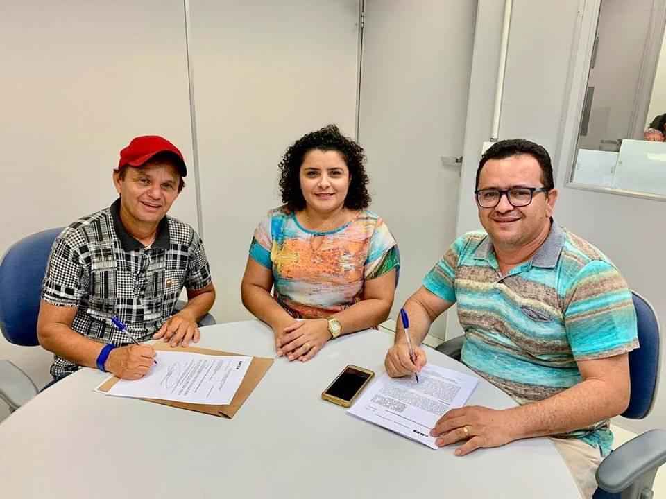 Vereador Lico de Doro acompanha prefeito em assinatura de contrato do Plano Diretor