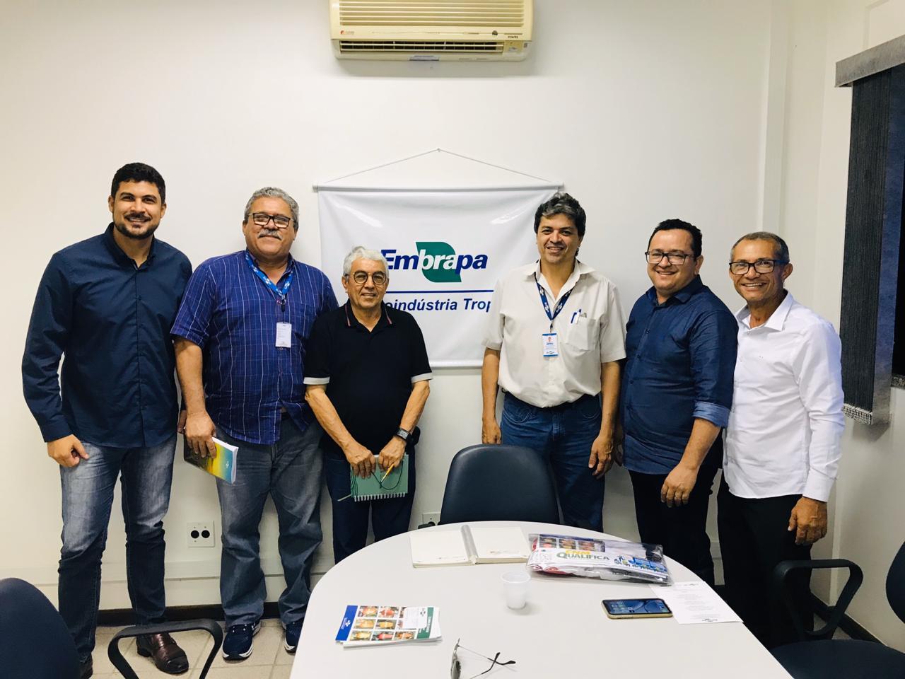 Vereador Peron Filho busca parceria com Empraba - CE
