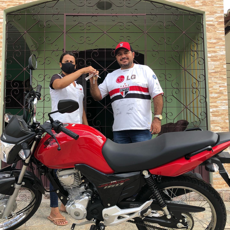 Presidente Sérgio Carvalho faz aquisição de uma moto 0Km para a Câmara Municipal